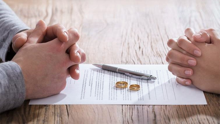 Why should you hire a professional divorce lawyer?