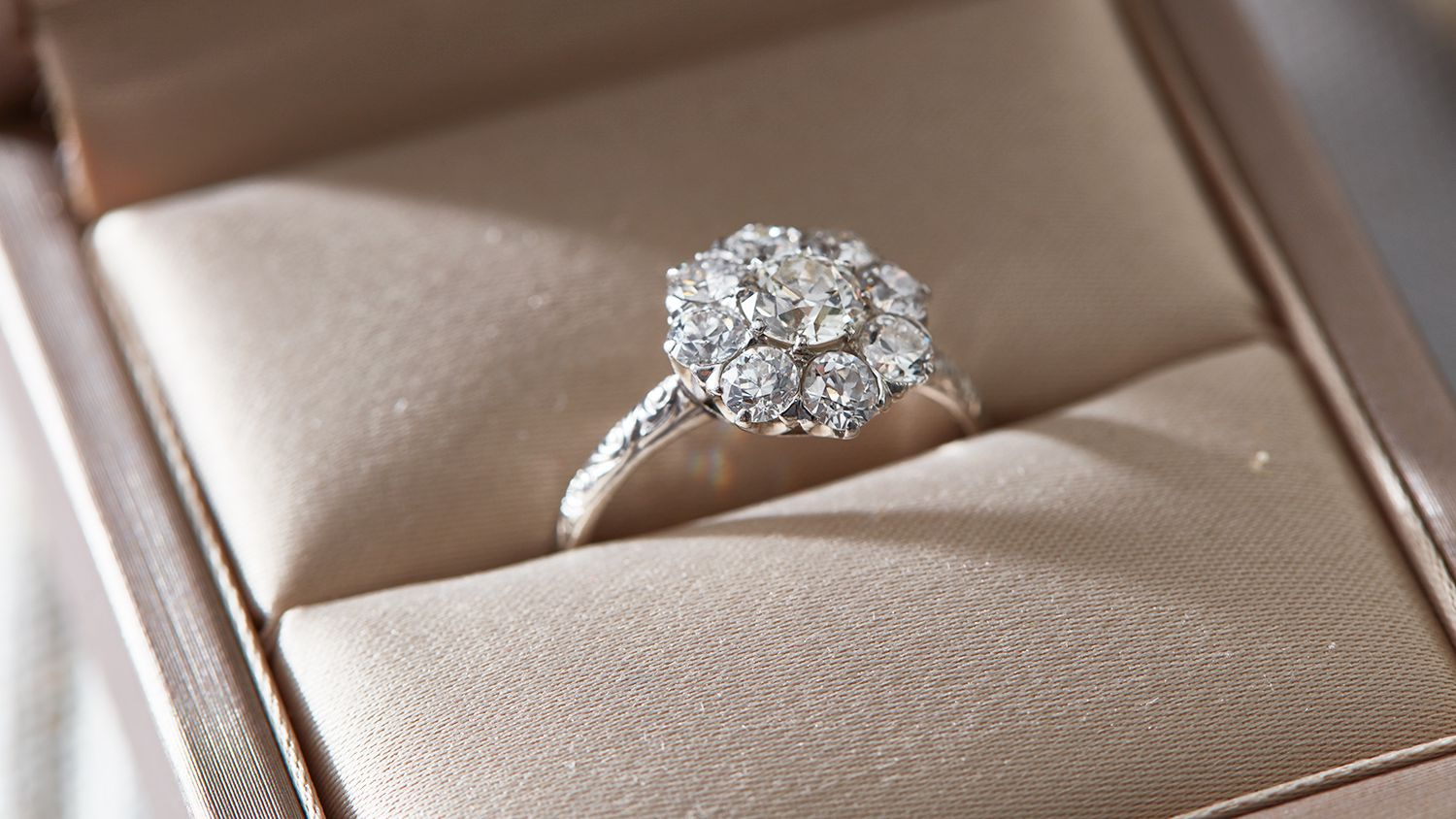 Selection tips for engagement rings