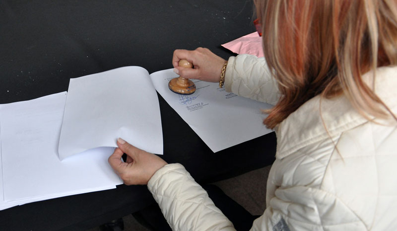 The Role of Notaries in Signing Legal Documents